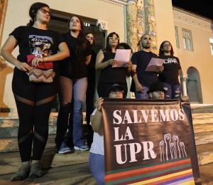 Con los estudiantes y la UPR
