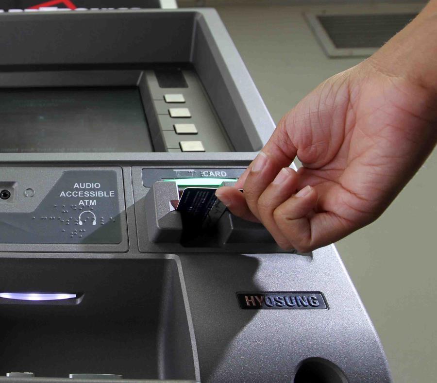 Los retiros se hicieron en diferentes cajeros automáticos de la isla (semisquare-x3)