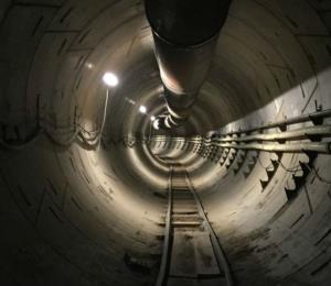Elon Musk muestra las primeras pruebas de autos a través de sus túneles