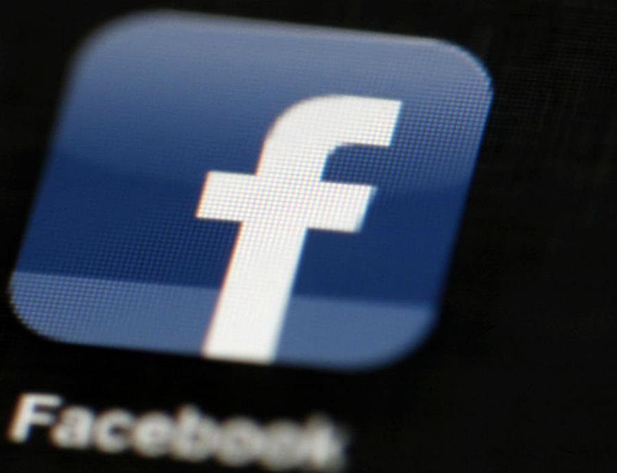 Facebook consideró vender los datos de sus usuarios a empresas (semisquare-x3)