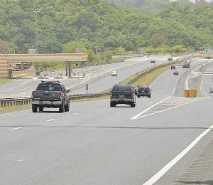 Anuncian $31 millones para carreteras y manufactureras en Puerto Rico