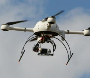 Amazon presentó su modelo de dron con el que hará entregas a domicilio