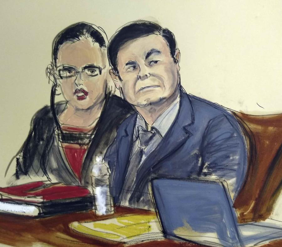El capo mexicano junto a su intérprete durante su juicio en Nueva York, el pasado lunes. (AP / Elizabeth Williams) (semisquare-x3)