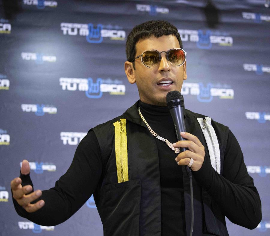 El veterano intérprete urbano fue homenajeado en los Premios Tu Música Urbano por su trayectoria. (semisquare-x3)