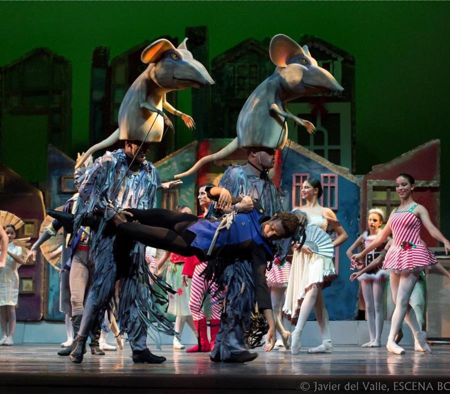 """En esta versión renovada del clásico ballet, la niña """"Clara"""" llega en sus sueños al mundo de los ratones. (Suministrada) (semisquare-x3)"""