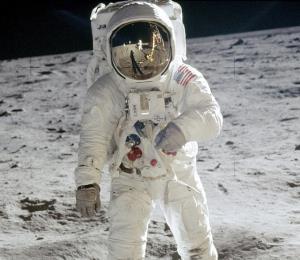 Subastarán increíbles fotos tomadas por los primeros astronautas de NASA
