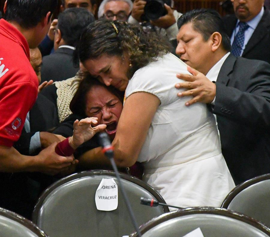 Diputada mexicana se entera del asesinato de su hija en plena sesión del Congreso (semisquare-x3)