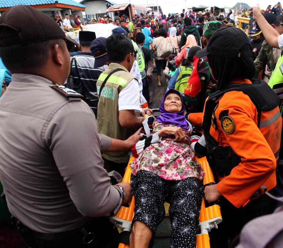 Investigan extorsiones a familiares de las víctimas del tsunami en Indonesia (semisquare-x3)