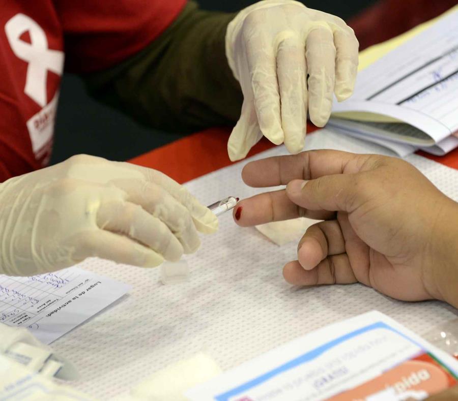 Además de haber detenido las pruebas de VIH, varias fuentes aseguran que hay interés del gobierno de vender  las clínicas de salud. (semisquare-x3)