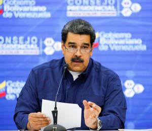 Nicolás Maduro cierra la frontera con Brasil y manda alimentos a Colombia