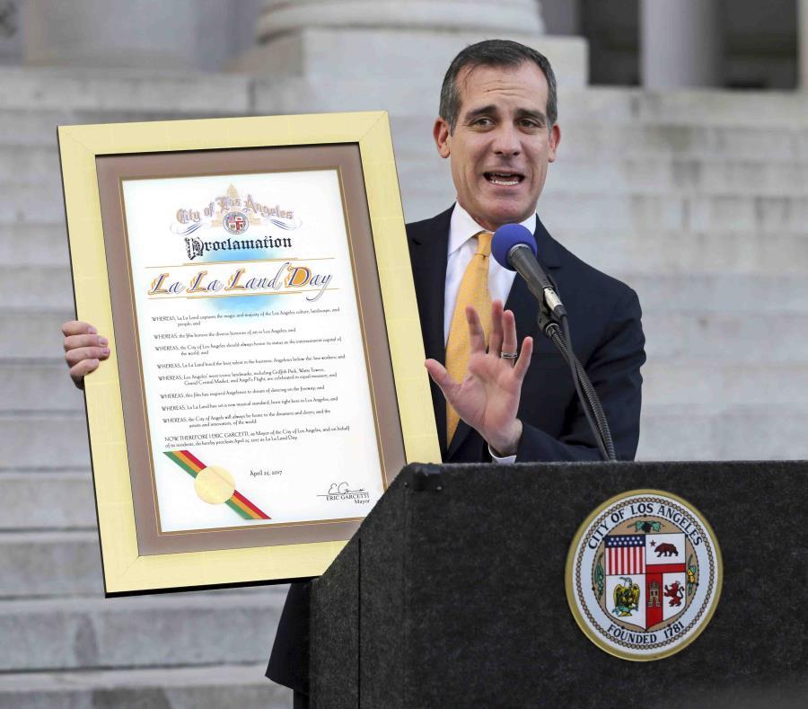 El alcalde Eric Garcetti (semisquare-x3)