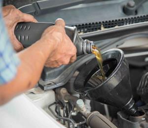 ¿Cuándo debes cambiar el aceite de tu auto?