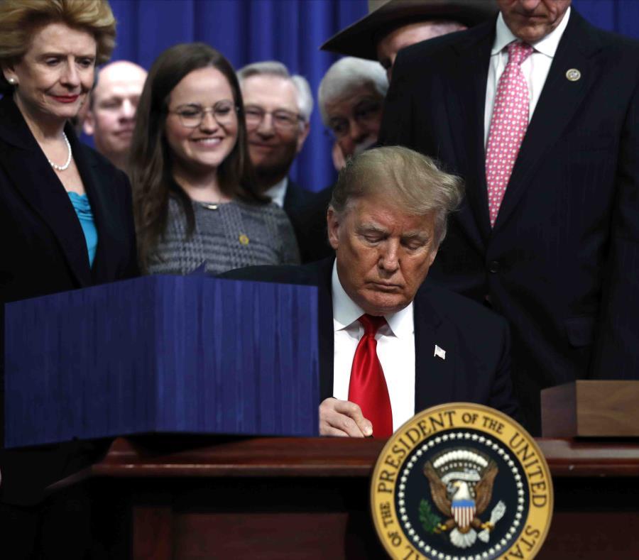 La medida que Donald Trump firmó hoy había sido aprobada la semana pasada en la Cámara de Representantes y el Senado. (AP / Jacquelyn Martin) (semisquare-x3)