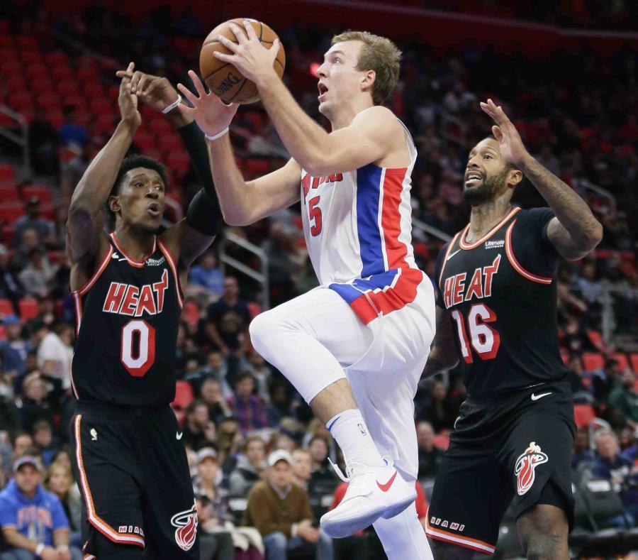 Pistons vencen a Heat y siguen con buen comienzo