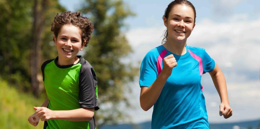 Niños ejercitándose (horizontal-x3)