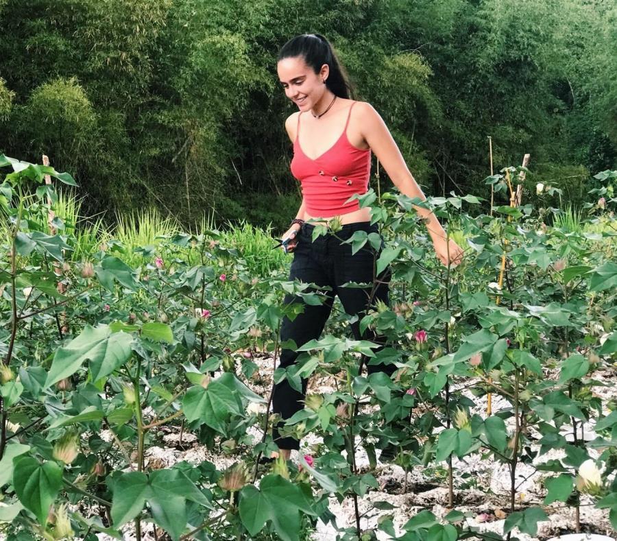 En la foto, Naomy Candelaria Morales, quien forma parte del grupo de siete estudiantes egresados del nuevo Bachillerato en Artes en Agricultura Sustentable de la Universidad de Puerto Rico en Utuado. (Suministrada) (semisquare-x3)