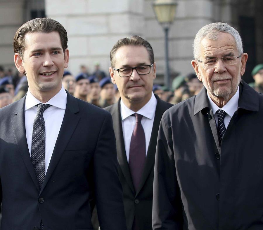 En la imagen, (de izquierda a derecha) el canciller de Austria, Sebastian Kurz; el vicecanciller, Heinz-Christian Strache, y el presidente del país, Alexander Van Der Bellen (semisquare-x3)