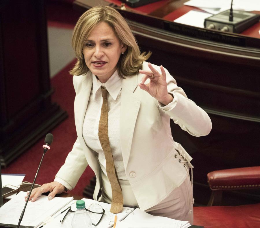 La senadora Zoé Laboy (semisquare-x3)