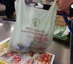 La Cámara de Comercio objeta una medida que prohibiría las bolsas de plásticos duraderos