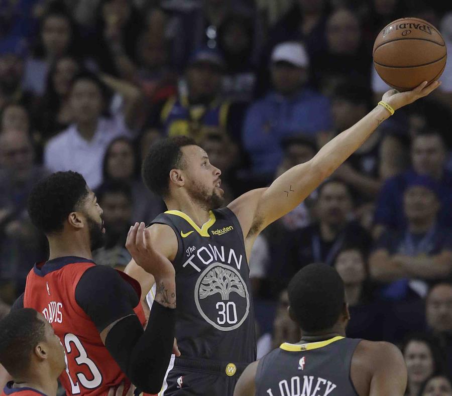Curry encestó 37 puntos. (AP) (semisquare-x3)
