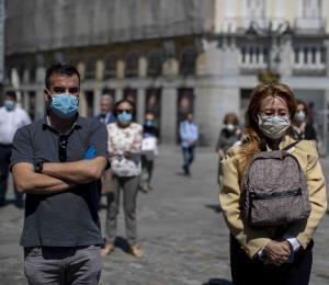 España alcanza los 27,119 muertes por coronavirus