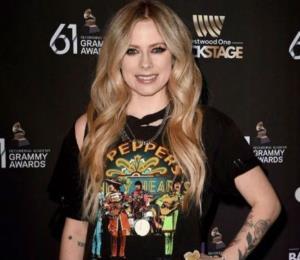 """Avril Lavigne habla de su supuesta muerte: """"Es solo un rumor tonto de internet"""""""