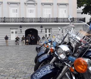 Los policías llevan sus quejas a las puertas de La Fortaleza