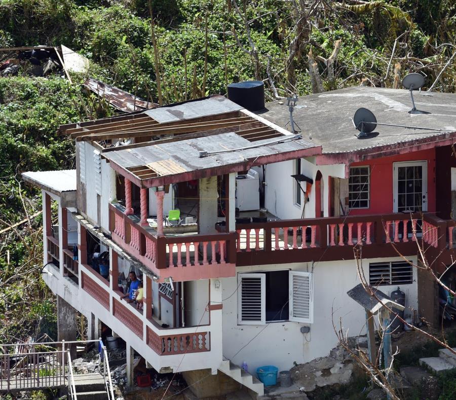 La nueva normativa estará vigente por un año en las zonas que recibieron una declaración presidencial por desastre, incluyendo a Puerto Rico. En la foto, una residencia en San Lorenzo destruida por el huracán María. (semisquare-x3)