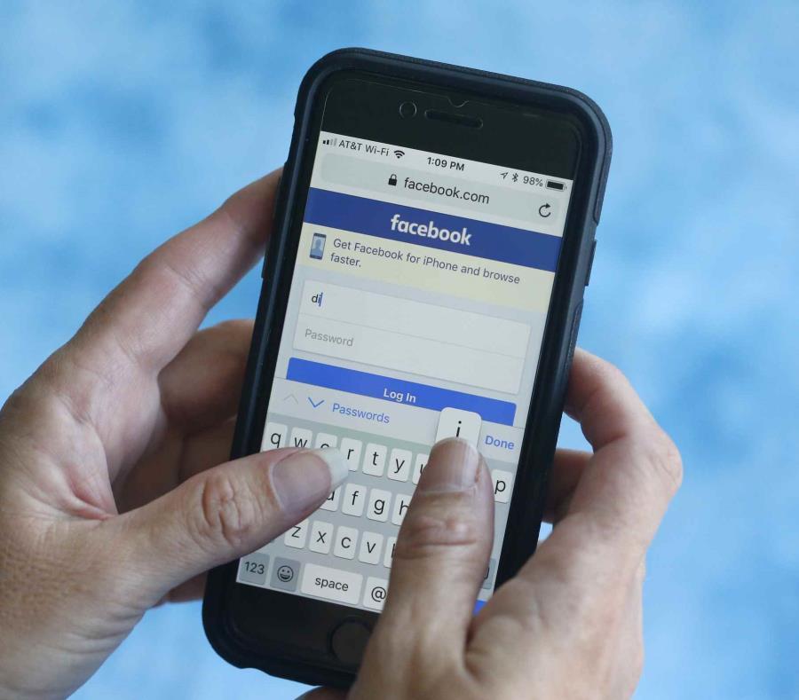 Facebook dijo que no hay evidencia de que sus empleados hicieran mal uso del acceso que tenían a estos datos. (AP / Wilfredo Lee) (semisquare-x3)