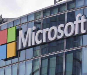 Acusan a un exejecutivo de Microsoft de malversar $1.5 millones