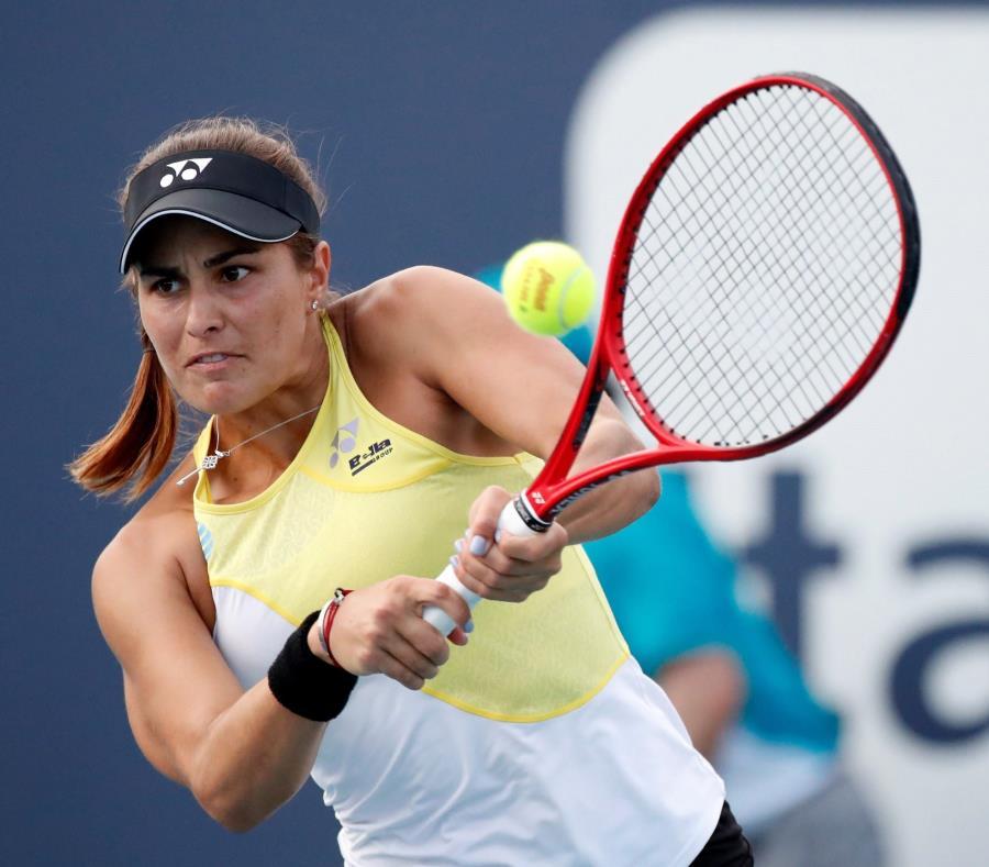 Monica Puig en acción contra Xiyu Wang de China de Polonia este miércoles en un juego del Abierto de Tenis de Miami. (semisquare-x3)