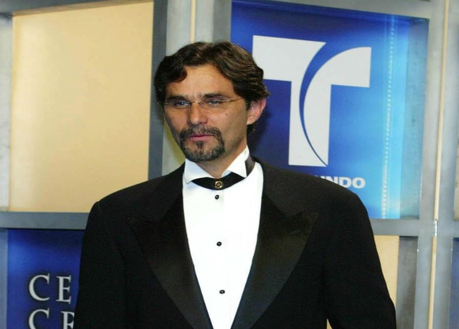 Humberto Zurita anunció la semana pasada la muerte de su esposa Christian Bach. (semisquare-x3)