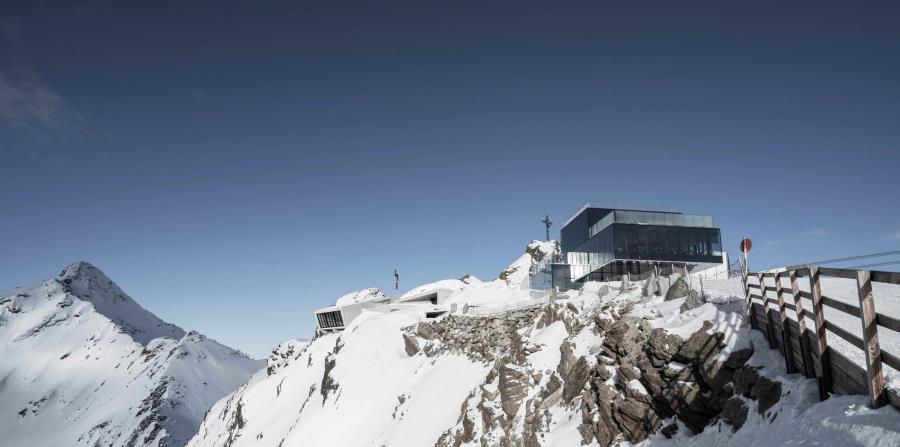 La construcción se encuentra al lado del Ice Q, un restaurante situado en un edificio de cristal que apareció en la película Spectre. (EFE) (horizontal-x3)