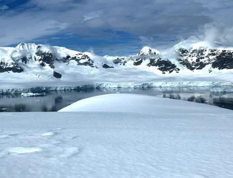 Si todo el hielo en la Antártida se derritiera sería suficiente para elevar el nivel del mar 187 pies. (semisquare-x3)