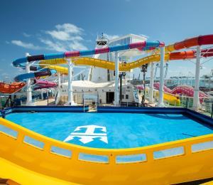 Royal Caribbean estrena la chorrera más larga en el mar