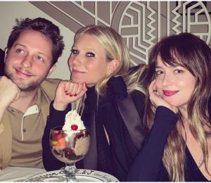 La primera foto de Gwyneth Paltrow y Dakota Johnson juntas, sonrientes y sin Chris Martin