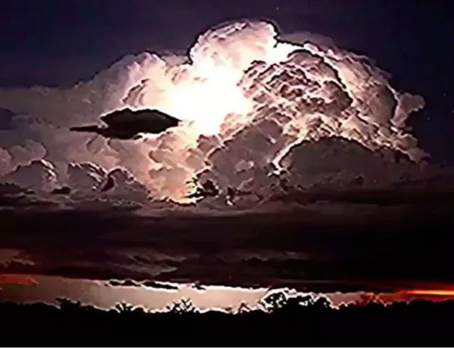 Cazador de tormentas comparte un increíble vídeo de monzones que captó en Australia  (semisquare-x3)