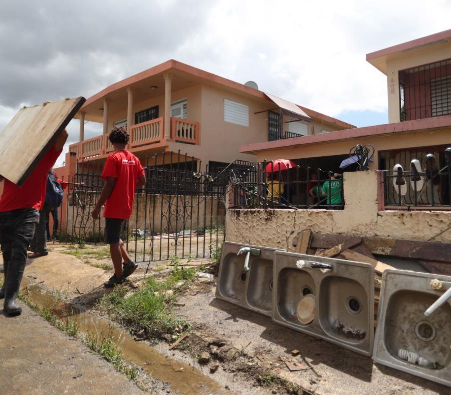 En mayo Foundation for Puerto Rico apoyó a la gente mayor de Villa Calma  tomar en sus manos la reconstrucción de su comunidad. (semisquare-x3)