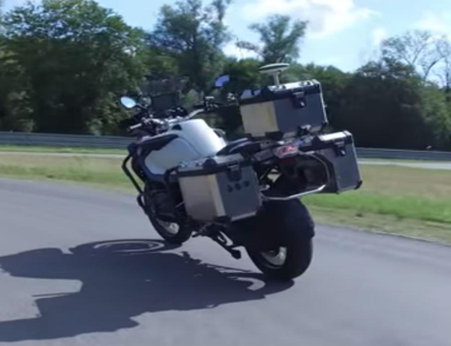 BMW crea una motora que se conduce sola (semisquare-x3)