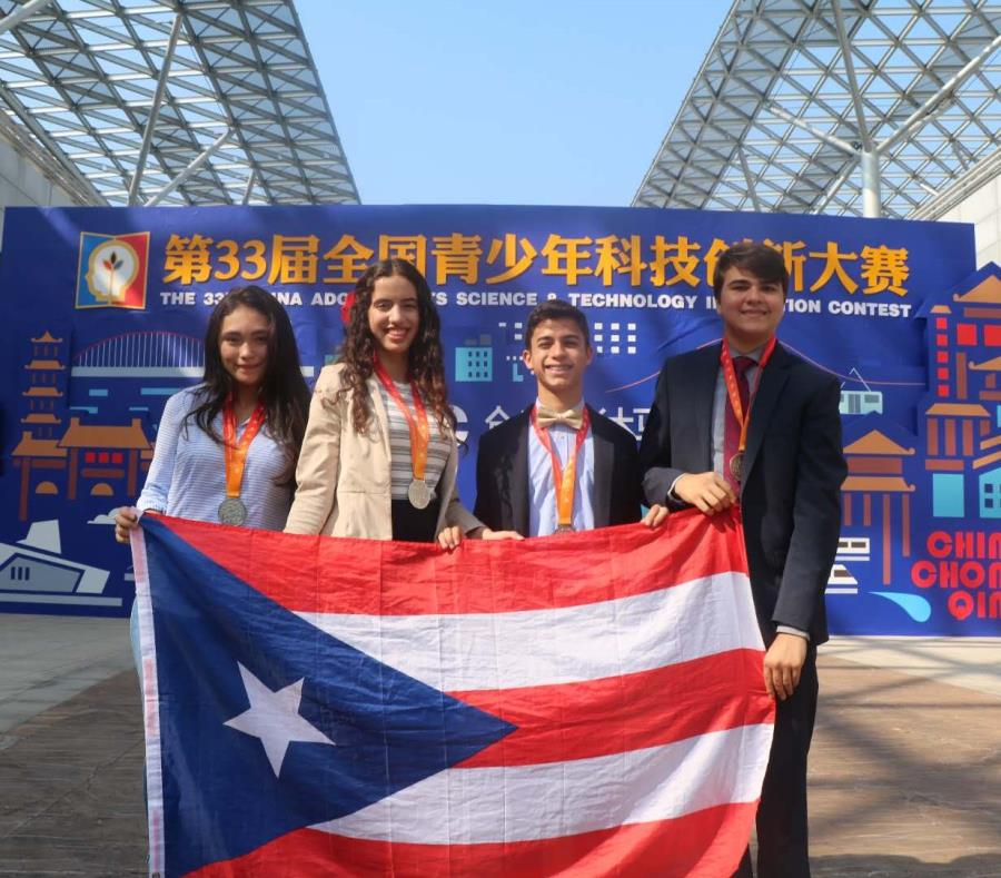 De izquierda a derecha, los estudiantes Gabriela Meléndez Rivera, Ana Valeria Vázquez Navas, Juan Diego Rodríguez Rivera y Jorge Ruiz Ruiz (semisquare-x3)