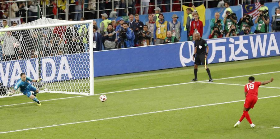 El suplente Marcus Rashford engaño al arquero colombiano David Ospina para que Inglaterra ganara por primera vez una serie desde los 12 pasos en una Copa del Mundo. (horizontal-x3)