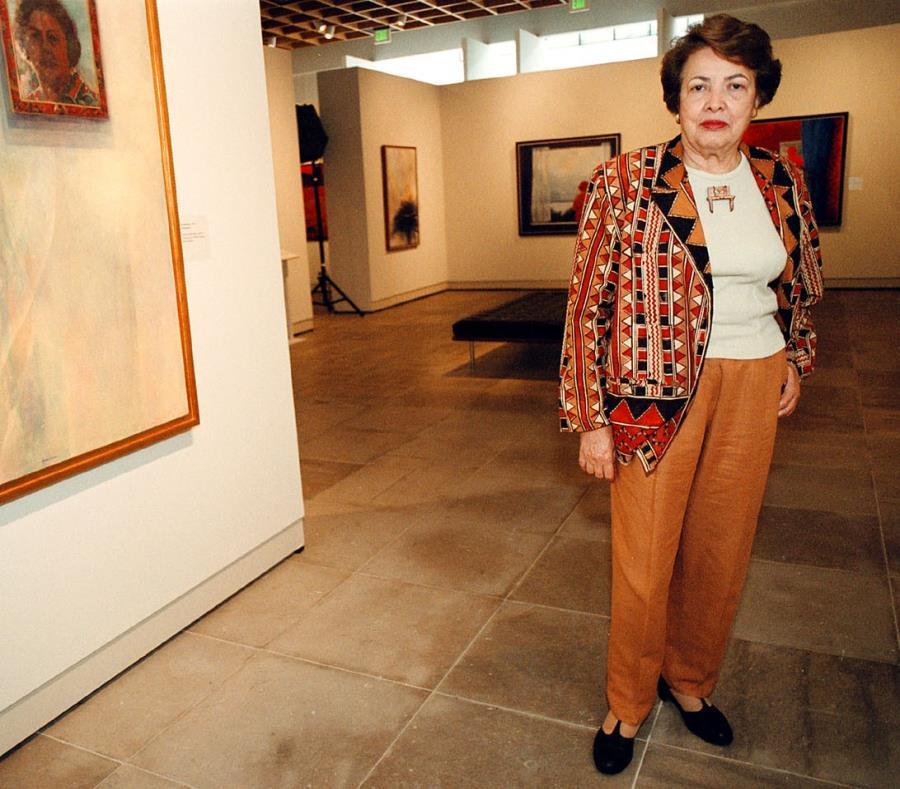 La artista Myrna Báez posa frente a una de sus obras. (GFR Media) (semisquare-x3)