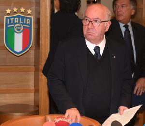 Presidente de fútbol italiano renuncia tras no clasificar al Mundial