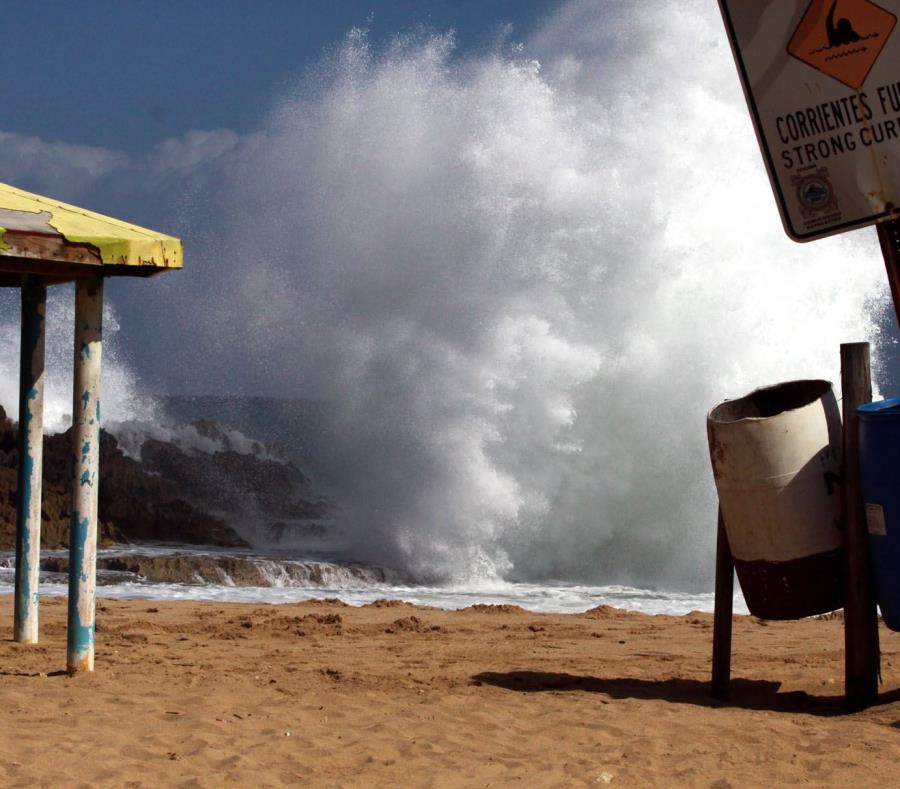 Olas gigantes en Tenerife obligan a evacuar a decenas