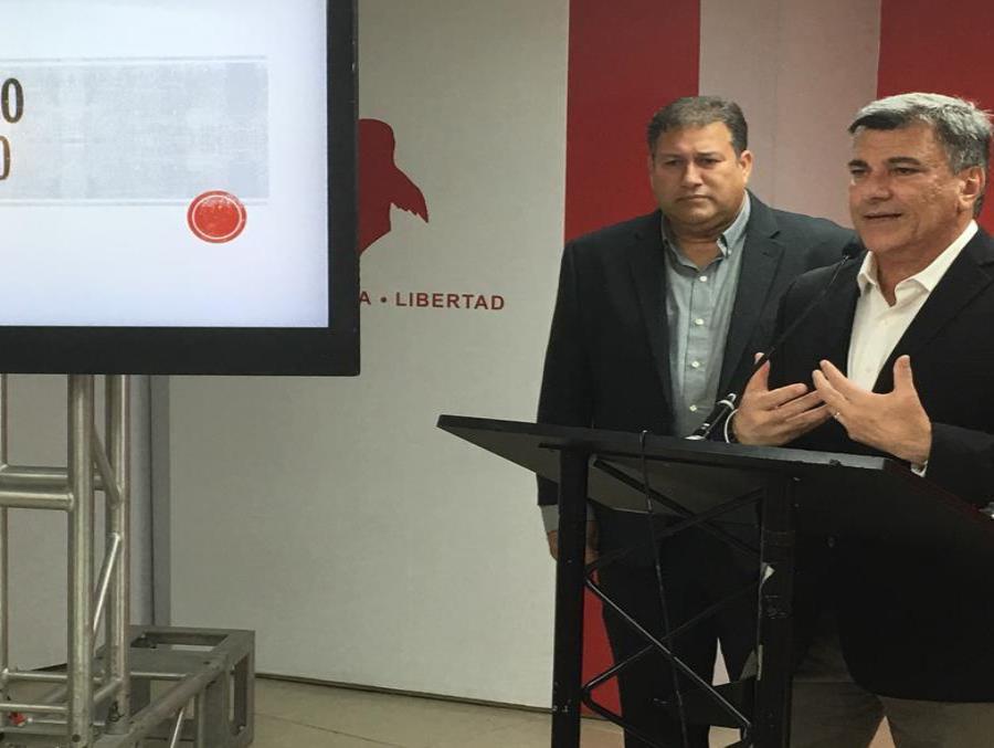 El senador del Partido Popular Democrático (PPD), Cirilo Tirado y el vicepresidente de la colectividad, Carlos Delgado Altieri.  (Suministrada) (semisquare-x3)