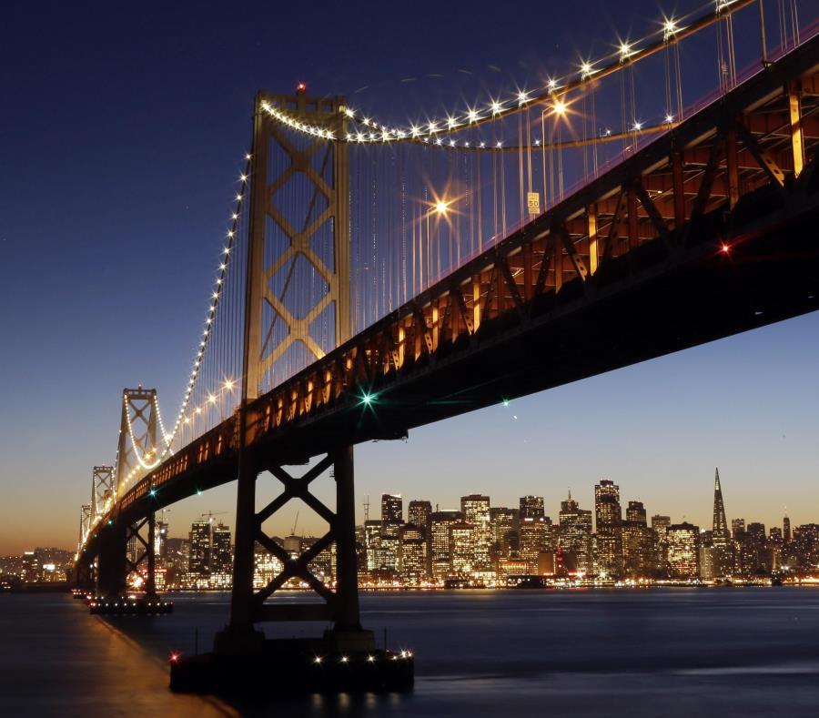 El Puente de la Bahía tiene dos niveles, uno en cada dirección, y permita el paso de cientos de miles de vehículos al día. (semisquare-x3)