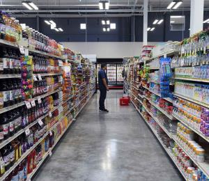 ¿Cuántas veces las personas iban al supermercado tras el huracán María?