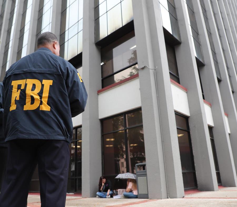 El FBI allanó la Torre Municipal de San Juan como parte de una pesquisa por obstrucción a la justicia y destrucción de documentos. (GFR Media) (semisquare-x3)