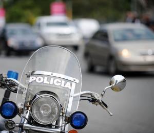 Solicitan ayuda para localizar a acusado de matar a su pareja en Aguadilla