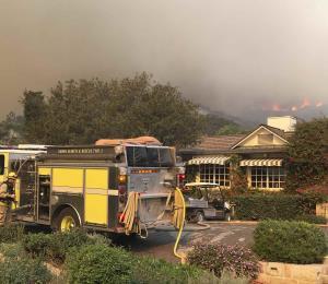 Residentes de Santa Barbara y Montecito huyen de las llamas